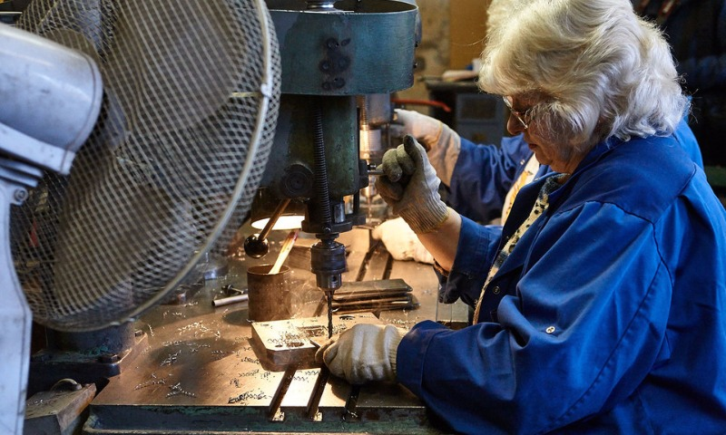 В России работающим пенсионерам с августа повысят пенсии