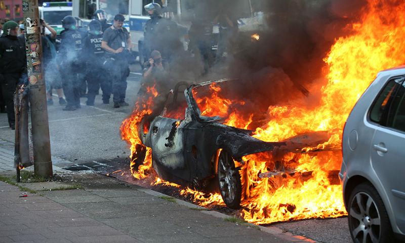 Гамбург в огне: саммит G20 превратил улицы города в настоящее поле боя