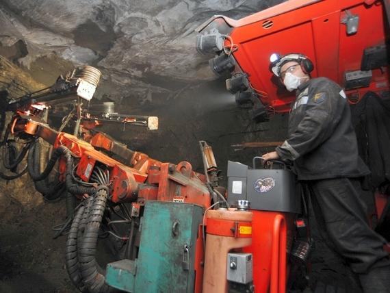 Трое горняков стали жертвами взрыва на шахте