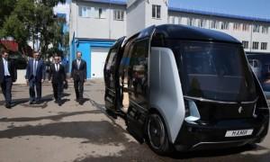 «Едем?»: катание Медведева на беспилотном автобусе попало на видео