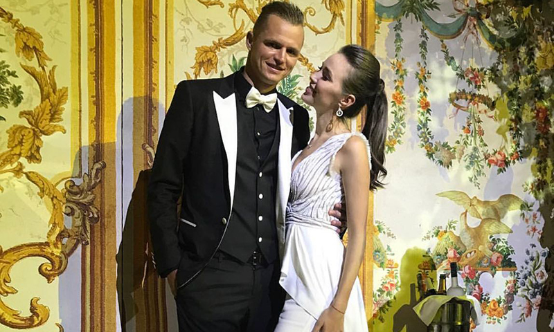 Дмитрия Тарасова и Анастасию Костенко подозревают в тайной свадьбе