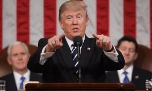 За импичмент Трампу высказалось столько же американцев, сколько и против