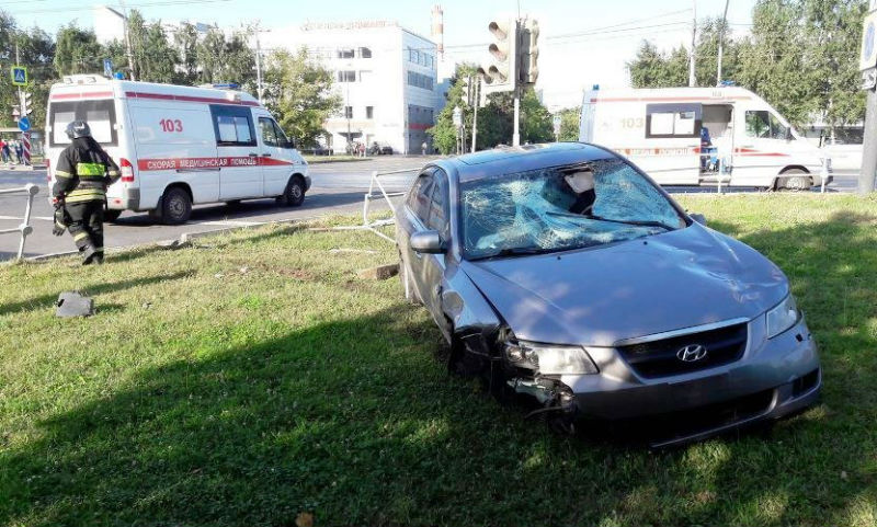 В Сети появилось видео смертельного наезда автомобиля на женщину с ребенком в Москве