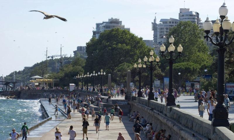 Власти и туроператоры разошлись во мнениях по количеству отдыхающих в Крыму