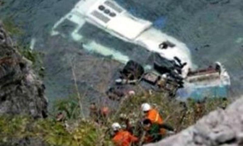 Жертвами падения автобуса в Керченский пролив стали 14 человек