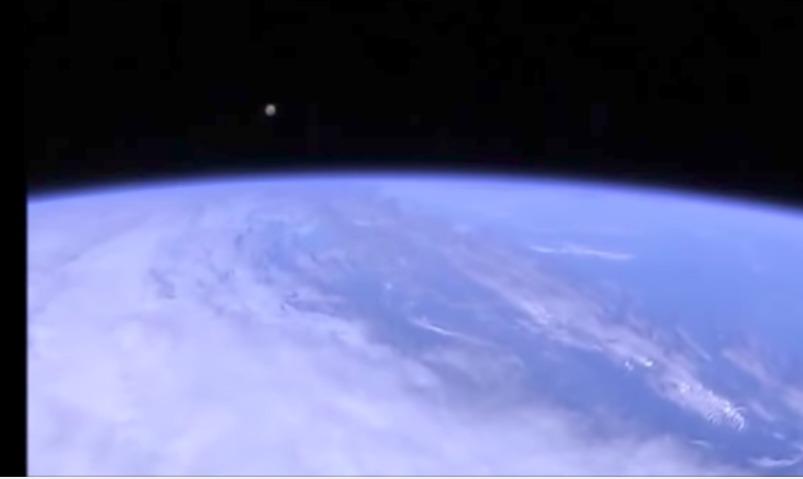 Камера Международной космической станции поймала в объектив НЛО