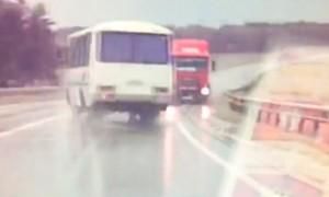 Спасение 05-ти жизней водителем автобуса сняла ячейка видеорегистратора