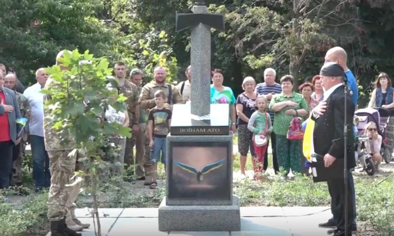 Украинцы открыли памятник в виде пронзенной мечом карты России