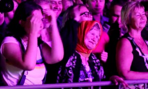 Энергичная бабушка отожгла на концерте Ottawan в Сыктывкаре
