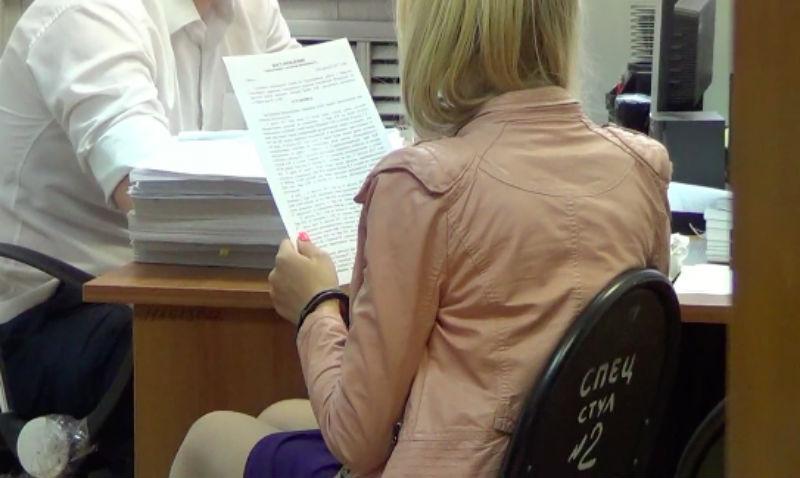 Заплатить 200 тысяч рублей киллеру пообещала иркутская студентка за жизнь родителей