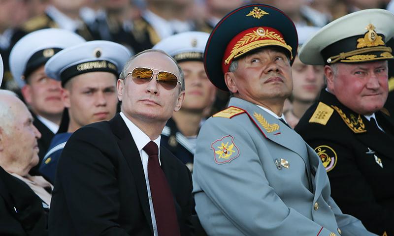 Нарепетиции парада ВМФ «орлы» Владимира Путина неувидели внем главнокомандующего
