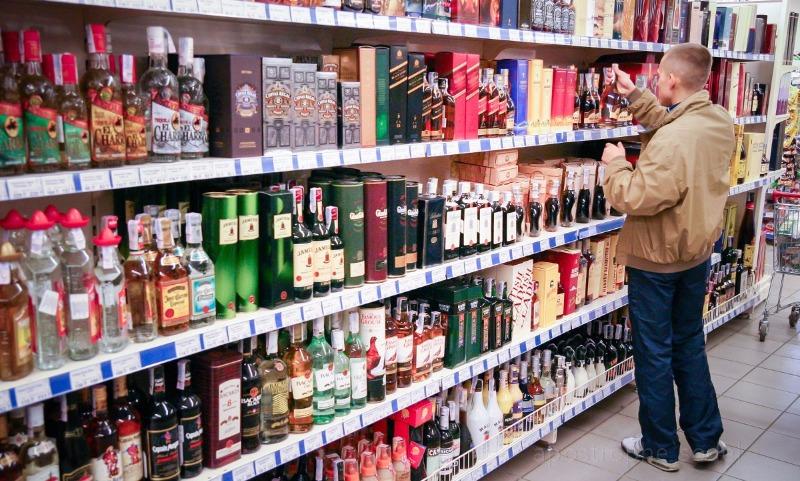 В России хотят запретить импортный алкоголь и косметику