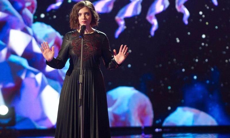 Подаренный победительнице «Голоса» 1 млн руб. завис вбанке «Югра»