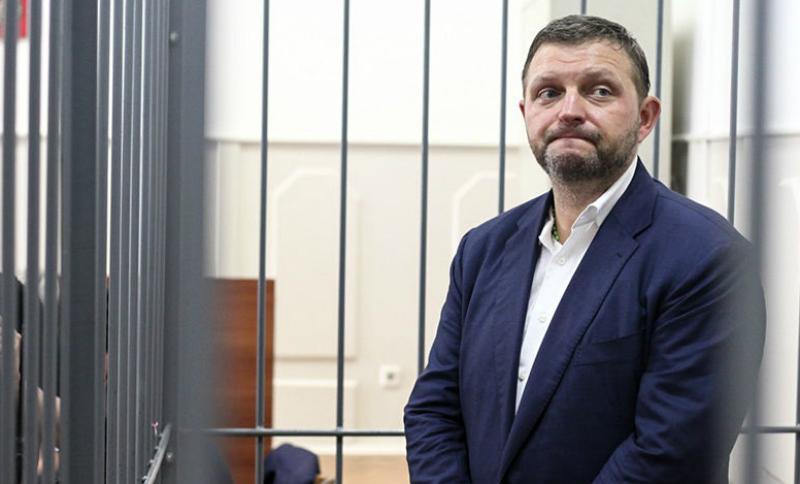 Обвиненному в коррупции экс-губернатору Белых разрешили жениться в СИЗО