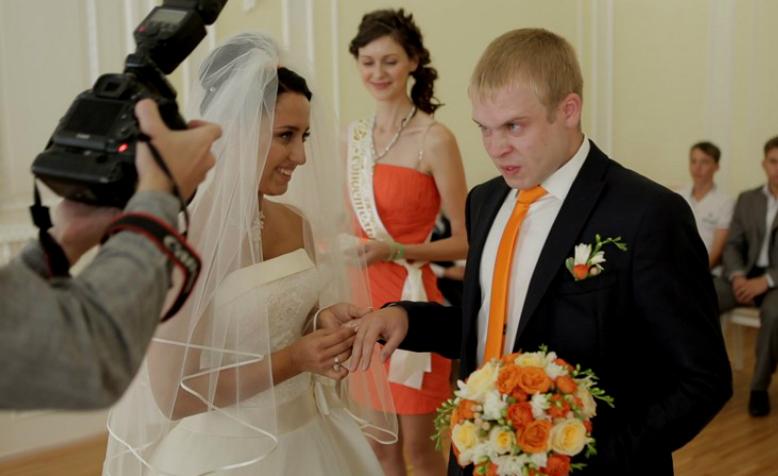 Россияне назвали идеальный возраст для создания семьи