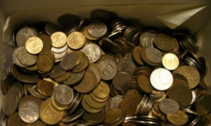 Житель Кирова принес приставам 47 тысяч долга мелочью
