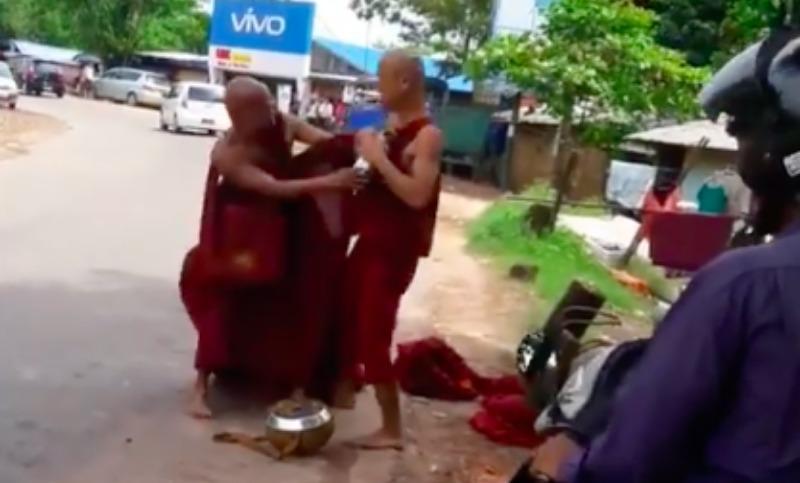 Драка двух монахов шокировала пользователей Интернета