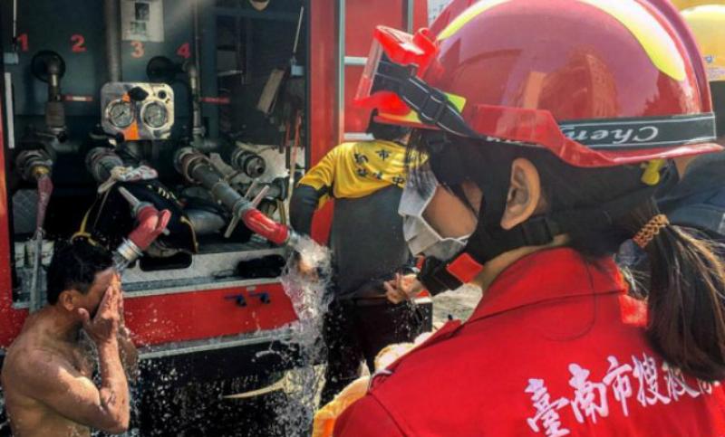 Мощное землетрясение обрушилось на Китай: тысячи домов уничтожены, погибли туристы