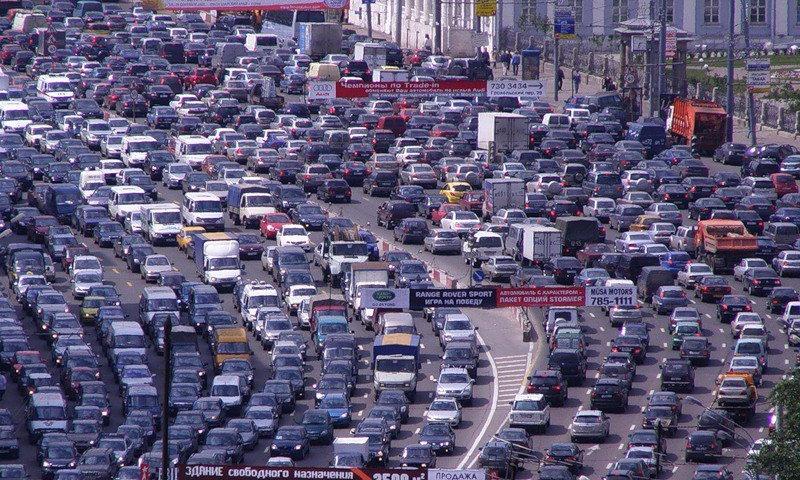 В России хотят запретить въезд в крупные города машин на бензине