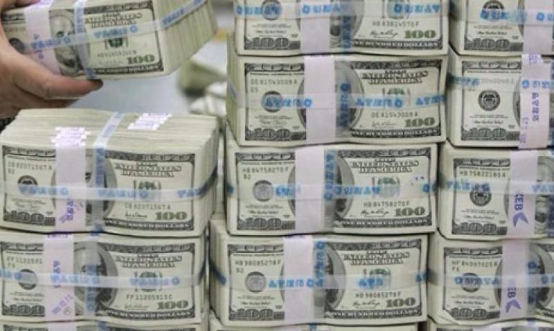 Минфин России купит валюты в августе в 600 раз больше, чем в июле