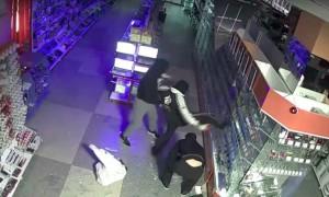 Дерзкий налет на компьютерный магазин в Екатеринбурге попал на видео