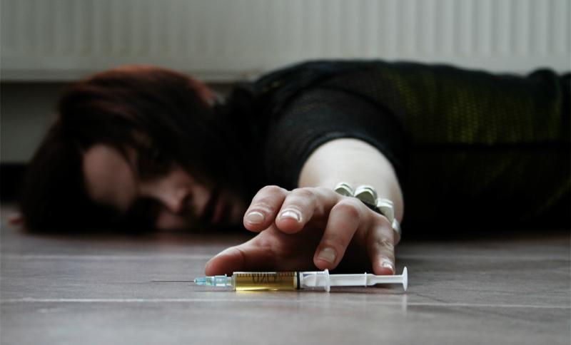 Школьницу из Ленинградской области нашли мертвой на лавке после