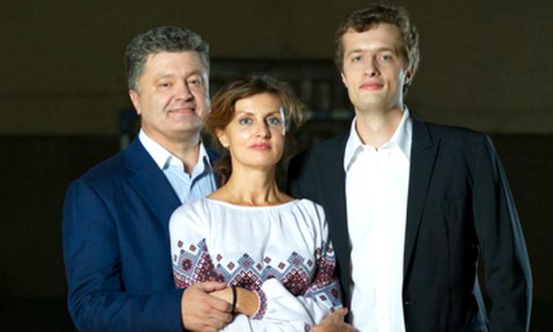 Счастливое совпадение: сын Порошенко выиграл стажировку в Сингапуре за счет государства