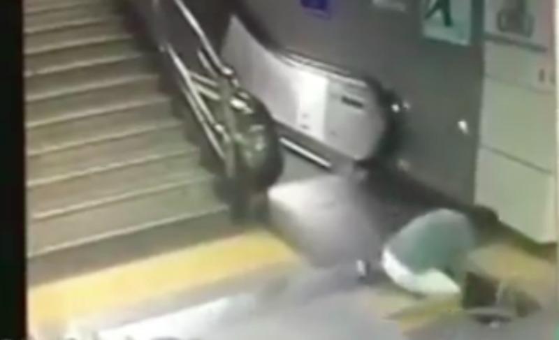 Парень чудом спас девушку, которая угодила в недра метро