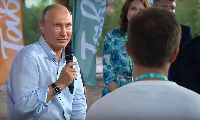 Путин появился в крымской «Тавриде» с опозданием в 7,5 часов