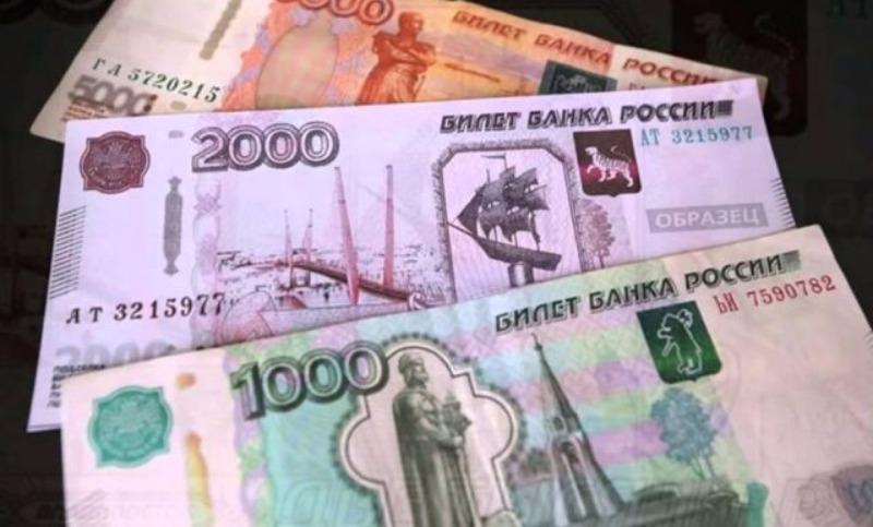 Банк России вводит в оборот пластиковые деньги