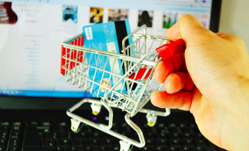 Россияне школьным базарам предпочли интернет-магазины