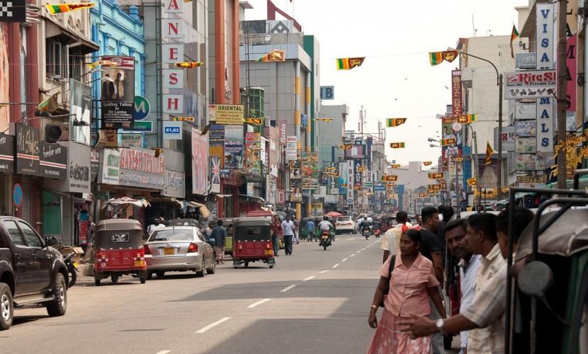 Супруги из России разбились на мотоцикле при столкновении с автобусом на Шри-Ланке