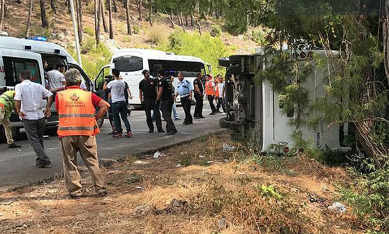 Автобус стуристами перевернулся натрассе Анталья— Кемер