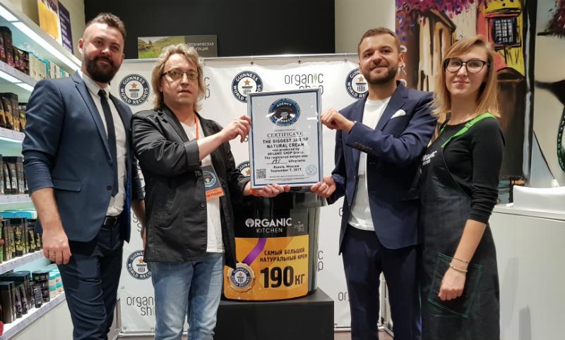 Опубликовано видео установления косметического рекорда для Книги Гиннесса