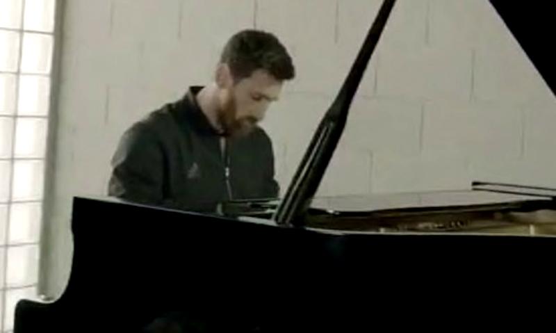 Месси мастерски сыграл на рояле гимн Лиги чемпионов