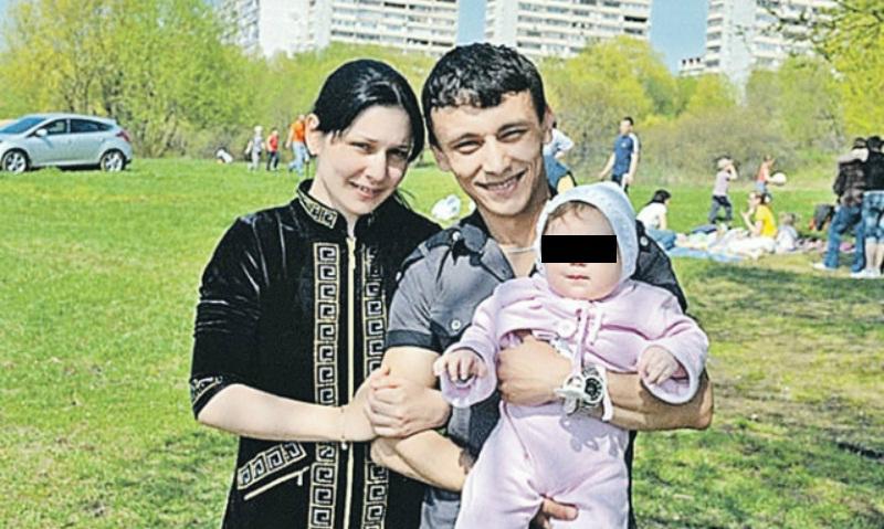 Самая молодая мама России бросила совратившего её мужчину после 12 лет совместной жизни