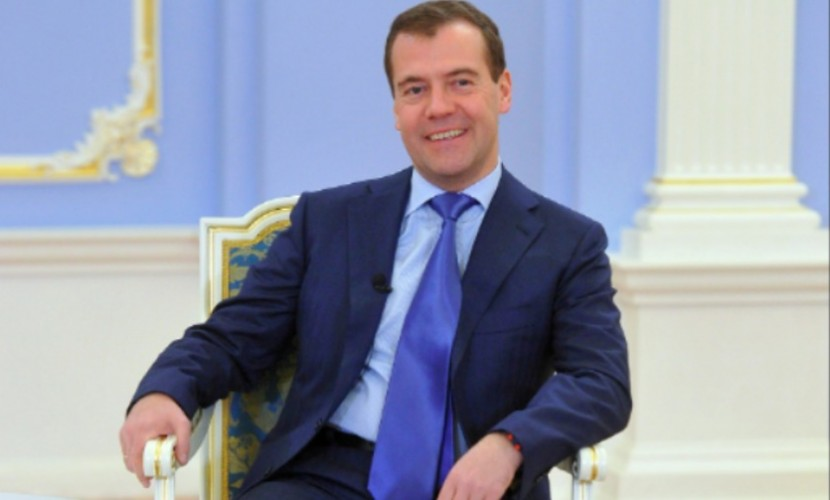 Медведев запретил покупать за рубежом матрасы, диваны и кровати