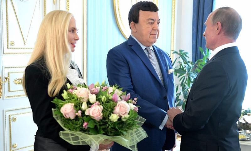 Путин пригласил Кобзона на чай в Кремль