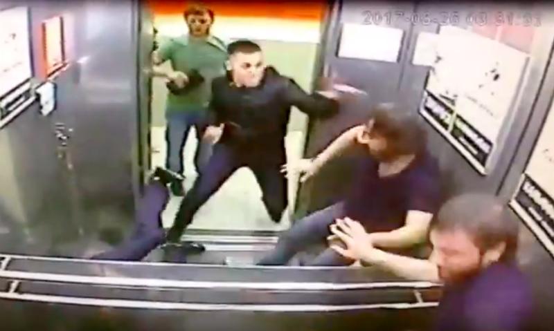 Кулачную расправу в лифте устроил над тремя противниками житель Омска