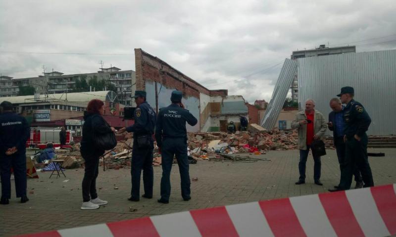 Больше всех от упавшей стены бывшего кинотеатра в Балашихе пострадал 6-летний мальчик