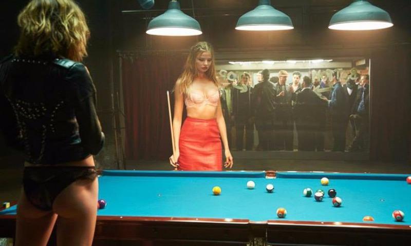 Провокационную рекламу женского нижнего белья сняли в бильярдной