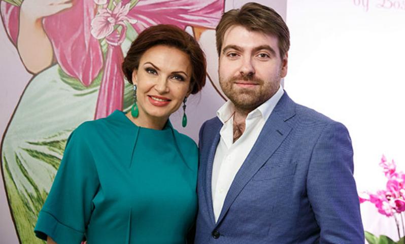 Эвелина Блёданс объявила о разводе с отцом своего