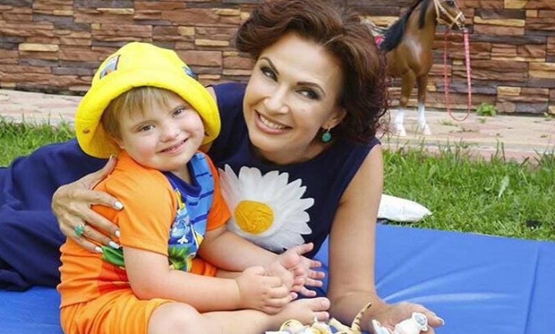 Эвелина Блёданс скрыла развод от сына с синдромом Дауна