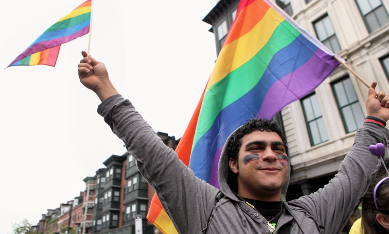 Гневные геи устроили скандал Первому каналу из-за Дианы