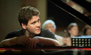 Мацуев похвалил Путина за прогресс в игре на фортепиано