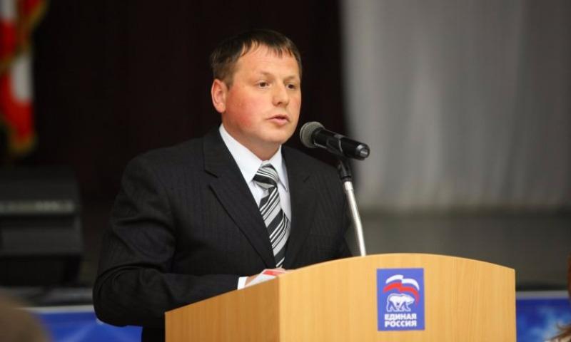 Уральский депутат подглядывал за дамами втуалете при помощи камеры
