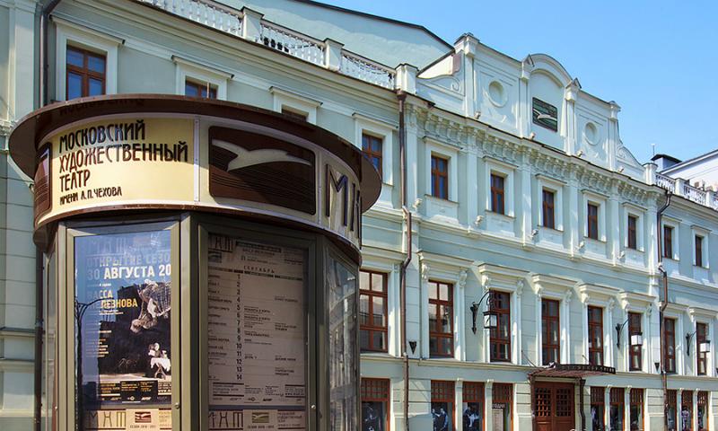 Сына Пореченкова и внучку Евстигнеева взяли в театр к Табакову