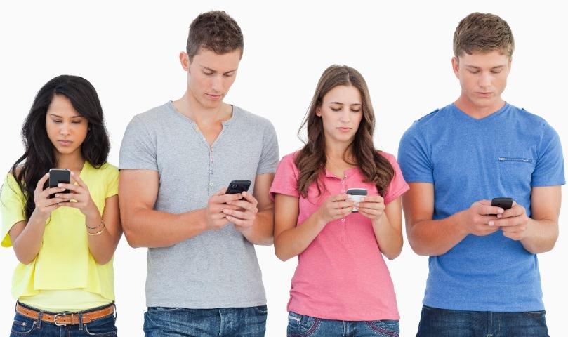 Ученые определили любимые руки и уши для смартфона