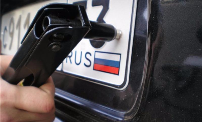 В России готовятся заменить номерные знаки на всех автомобилях