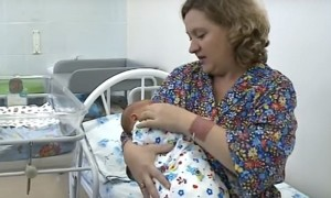 В Новосибирске на свет появился богатырь - здоровый и «серьезный»
